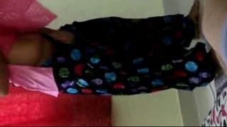 सेक्सी कोलेज गर्ल ने स्कर्ट उठा के सुनहरी झांटवाली चूत मरवाई ट्यूशन के सर से