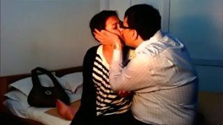 बीवी की फैटी चूत पर लंड घिसते हुए पति ने की चुदाई